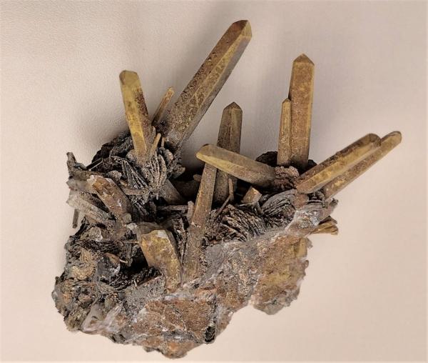 Quarzkristall mit Hämatitüberzug